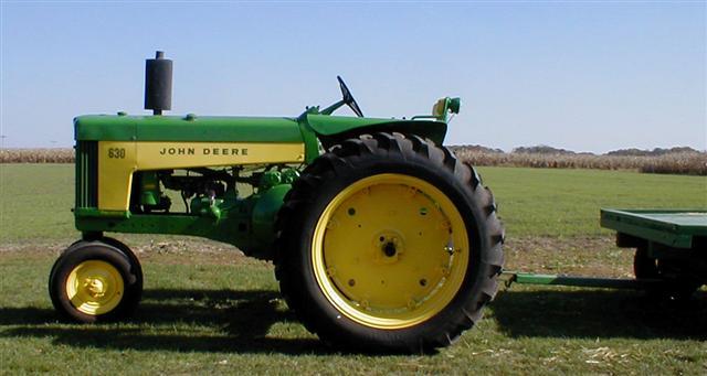 John Deere Flat Top Fenders : Restored john deere gas tractor with flat top fenders