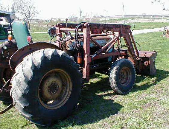 Ford 800 Tractor : Ford tractor with loader for sale
