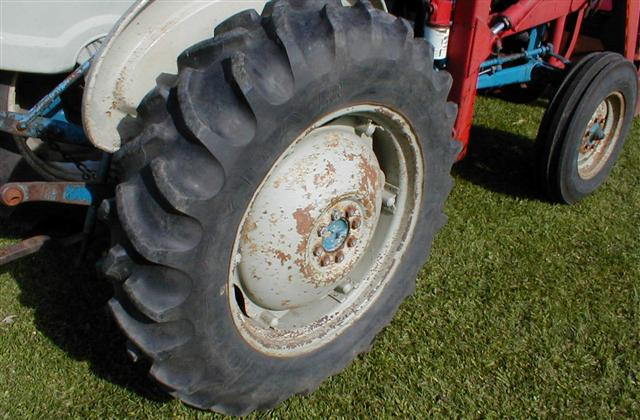 Ford 2000 Tractor Wheels : Ford tractor with loader for sale