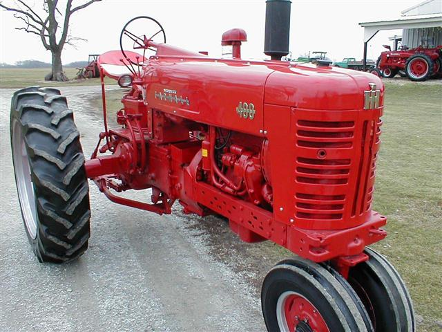 Farmall 400 Tractor : Classic vintage farmall tractor with power