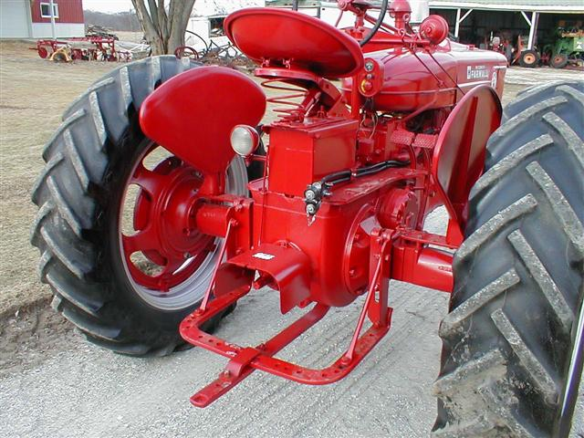 curious about a farmall m s hydrau yesterday s tractors oops here s the pic how come there are two lines and on some tractors i only see one