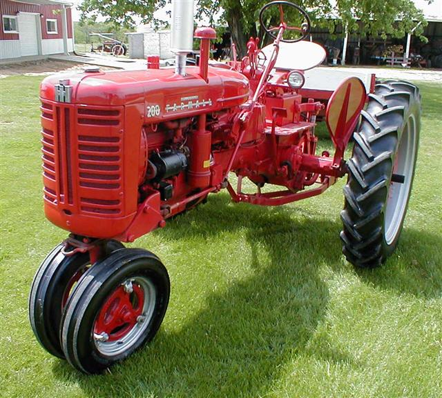 Classic Farmall 200 Tractor with touch control hydraulics