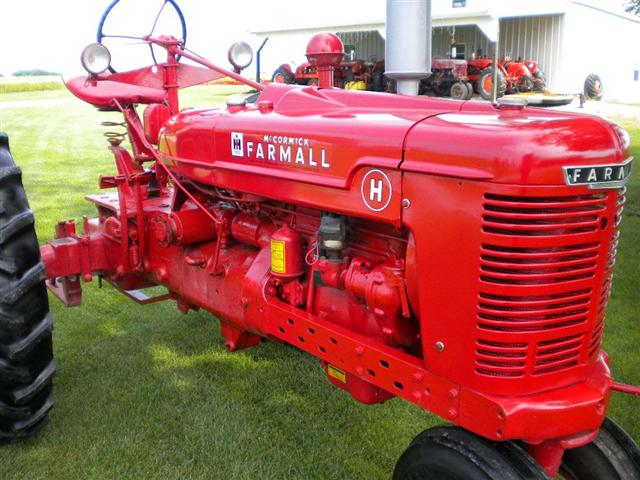 1946 farmall h 4 year old restoration, hydraulics, std, 540 pto, original 6  volt electric system, motor, clutch, brakes, transmission all in very good