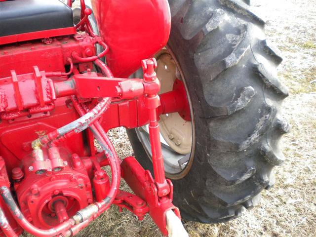 706 Farmall Lift Arm : Tractor lift arms