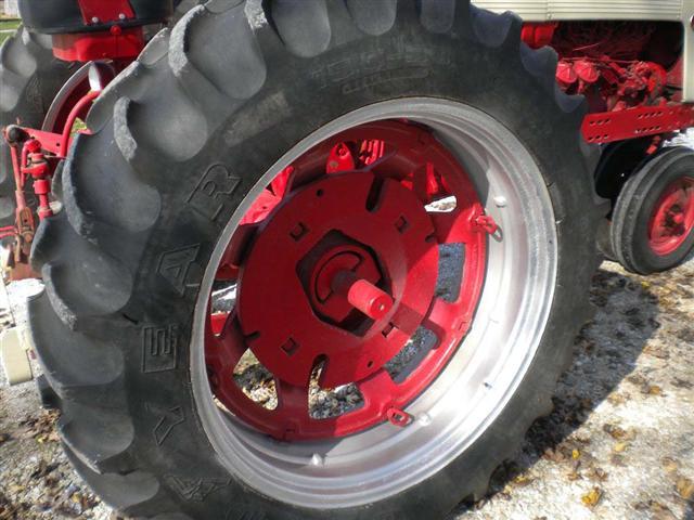 Farmall 560 Rear Wheels : Farmall row crop tractor for sale