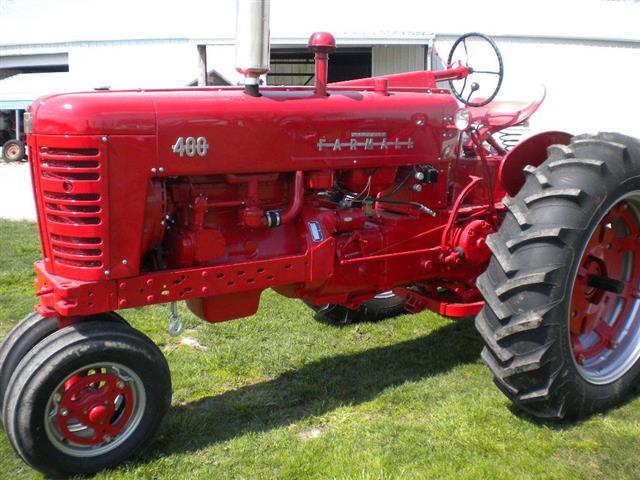 Farmall 400 Tractor : Farmall model tractor for sale
