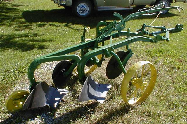 JD 2bottom 14 inch trip plow on steel from the 1930's. Very good ...